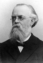 Er wurde am 30.11.1828 als Sohn eines Tischlers in Chemnitz geboren.